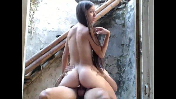 Imagem Comendo a vizinha rabuda na laje da favela