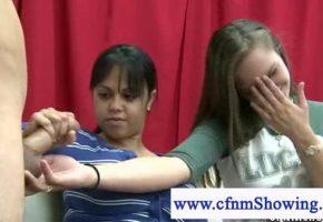Ensinando as amigas a punhetar gostoso