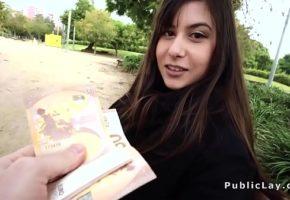Ofereceu dinheiro em troca de sexo anal