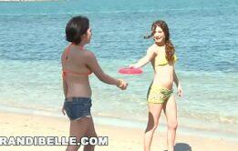 Flagra de bucetinha na praia de nudismo 2019